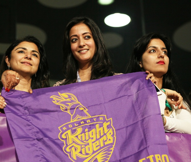Raima Sen with other supporters