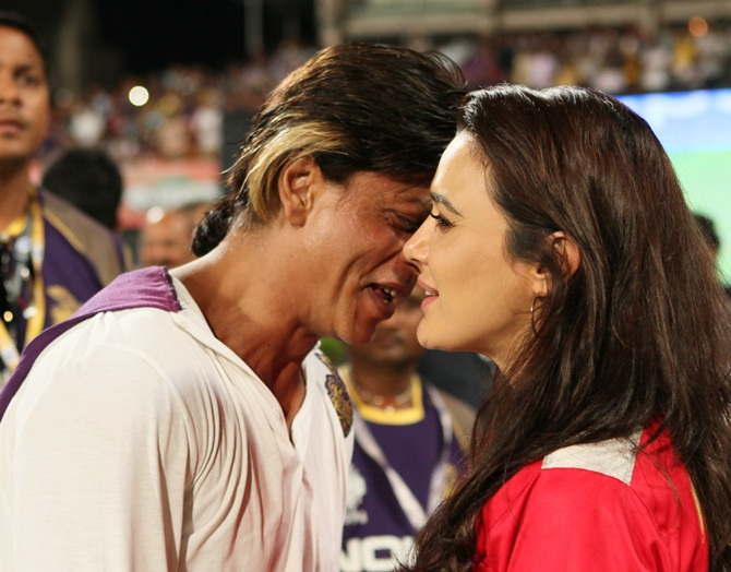 Shah Rukh Khan in a conversation with Preity Zinta after the match