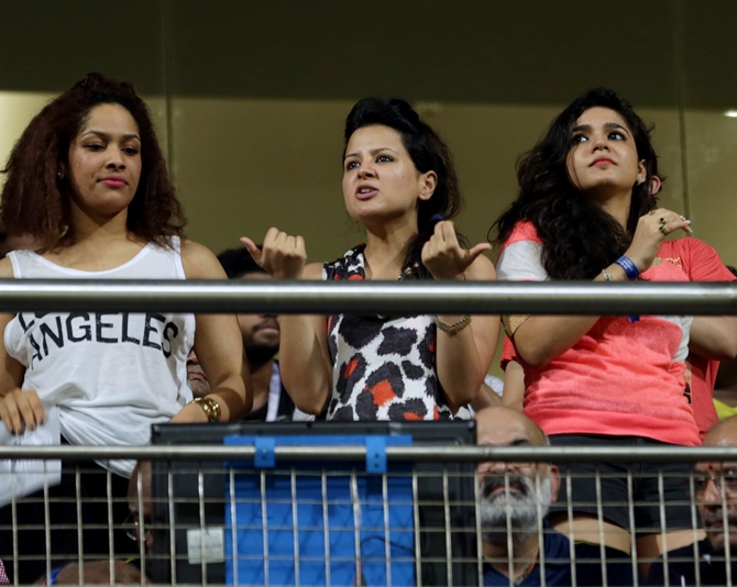Sakshi Dhoni (centre) with designer Masaba Gupta (left).