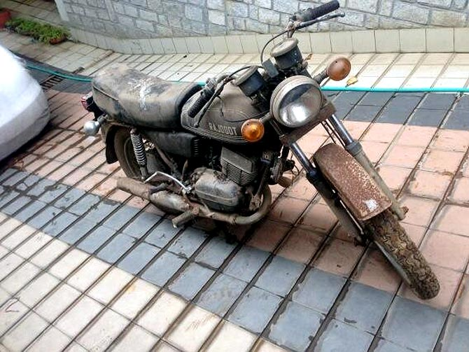 MS Dhoni's bike