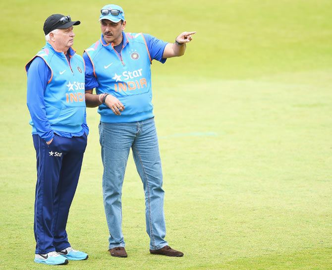 Duncan Fletcher with Ravi Shastri during a practice session at Trent Bridge