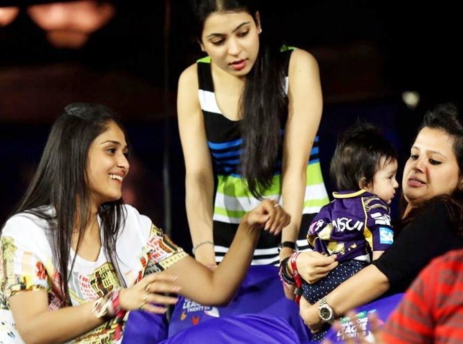 PIX: Cricketers, their gorgeous wives and kids at CLT20 ...