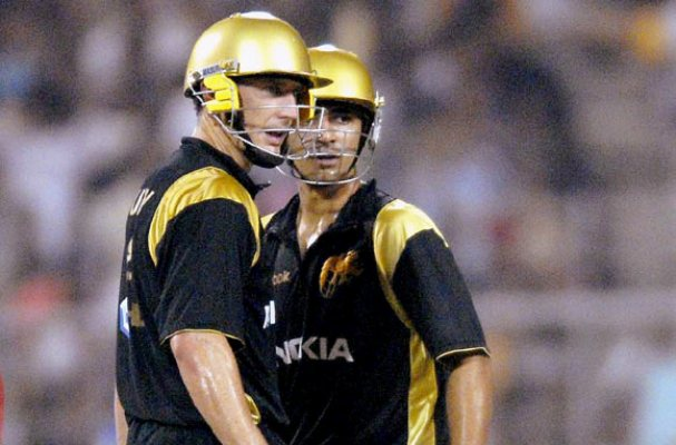 Only David Hussey managed more than the extras as Kolkata Knight ...