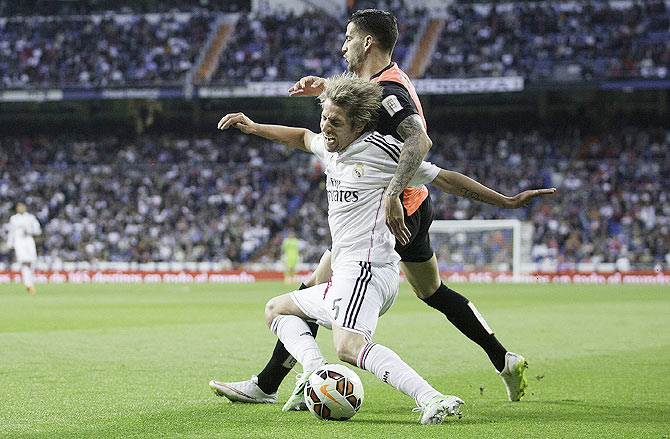 Edgar Antonio Mendez Ortega (right) of Almeria tackles Fabio Coentrao (left) of Real Madrid
