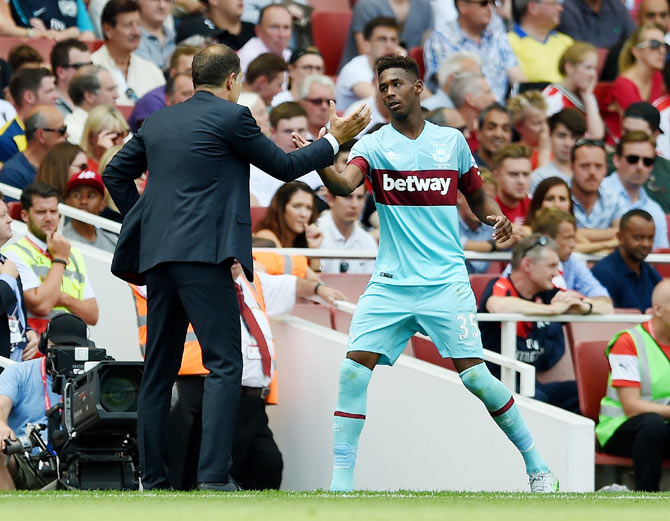 West Ham manager Slaven Bilic greets Reece Oxford as he is substituted during the English Premier League match against Arsenal on Saturday