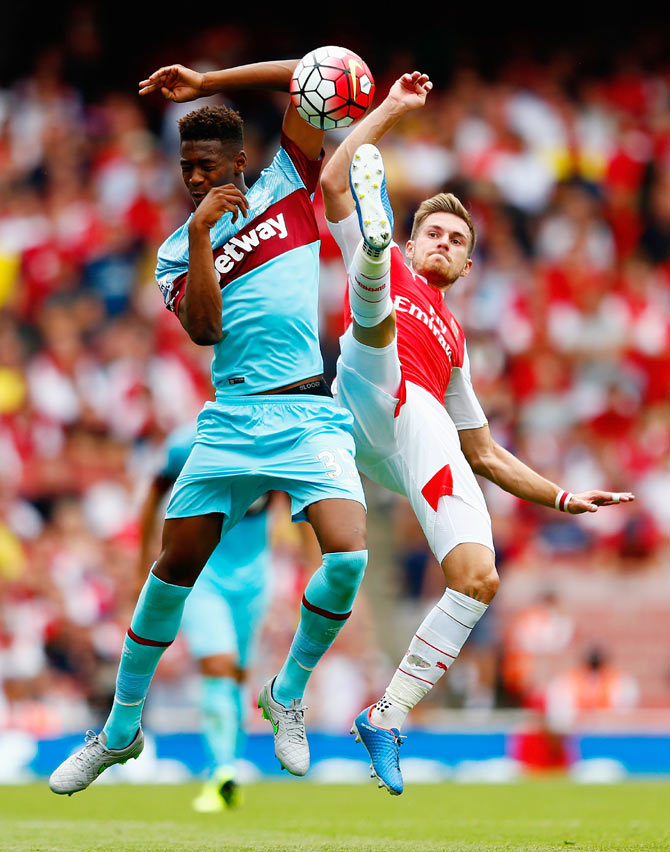 West Ham United's Reece Oxford and Arsenal's Aaron Ramsey battle for the ball