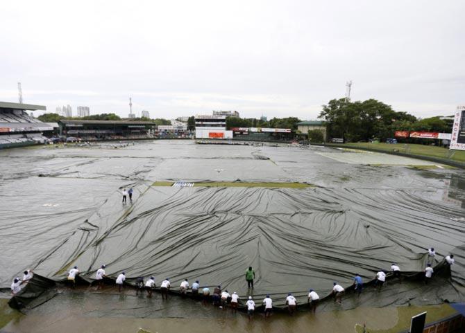 Rediff Sports - Cricket, Indian hockey, Tennis, Football, Chess, Golf - Rain ruins Day 1 of third Test, India 50-2