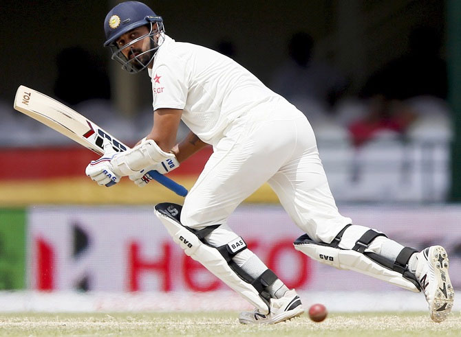 Murali Vijay has accused the selection committee of non-communication