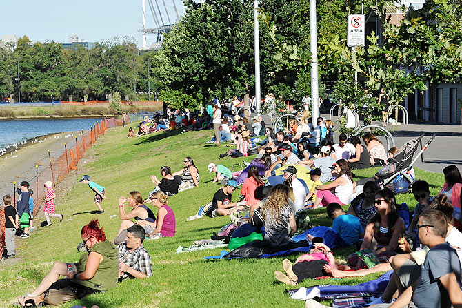 Crowds gather on the banks of The Yarra river