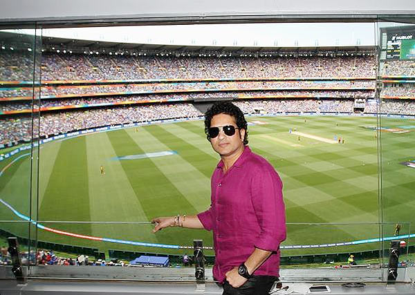Rediff Cricket - Indian cricket - Sachin has MCG crowds in a tizzy as he drops by to watch India-SA tie