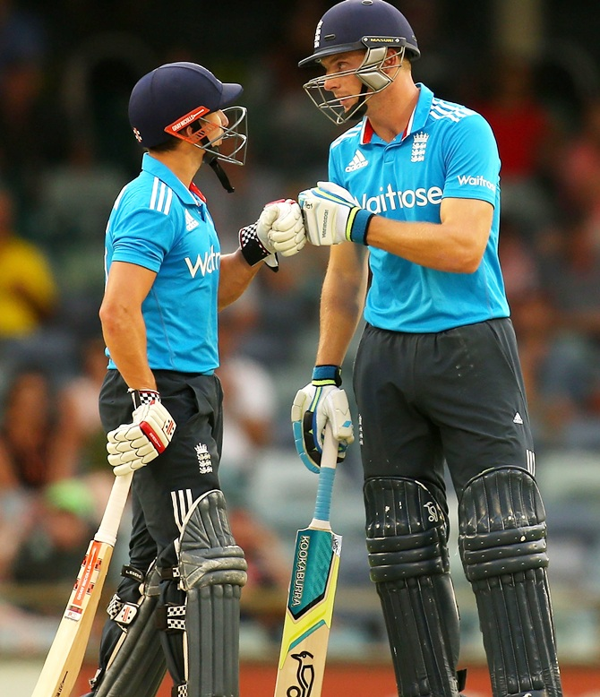 Rediff Sports - Cricket, Indian hockey, Tennis, Football, Chess, Golf - Taylor, Buttler deny India tri-series final berth
