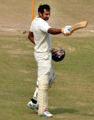 Rediff Sports - Cricket, Indian hockey, Tennis, Football, Chess, Golf - Ranji Trophy: New skipper Tare puts Mumbai in strong position