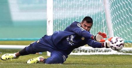 Manchester United sign Argentina keeper Romero