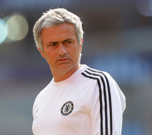 Mourinho lashes out after Benitez's wife sparks row