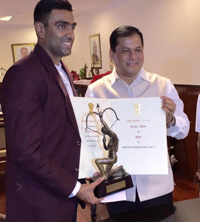 Rediff Sports - Cricket, Indian hockey, Tennis, Football, Chess, Golf - FIRST LOOK: Ashwin presented Arjuna Award