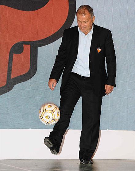 Rediff Sports - Cricket, Indian hockey, Tennis, Football, Chess, Golf - FC Goa coach Zico's FIFA bid gets lukewarm backing from CBF