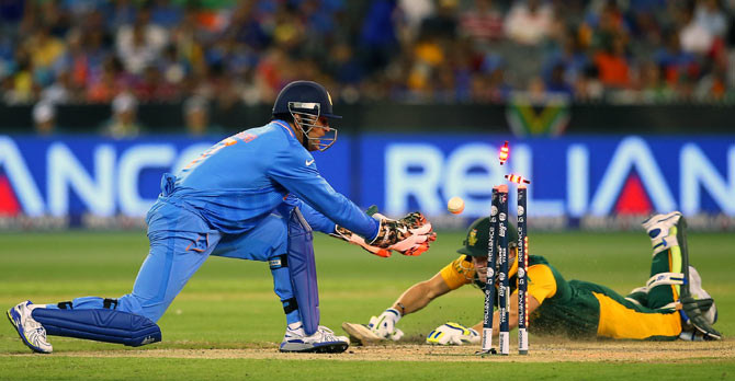 Rediff Sports - Cricket, Indian hockey, Tennis, Football, Chess, Golf - India go from butterfingers to electric-heels in the field