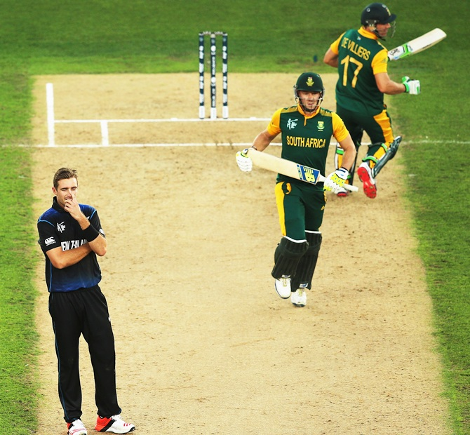 Tim Southee looks on as David Miller and A B de Villiers take a run. Photograph: Hannah Peters/Getty Images