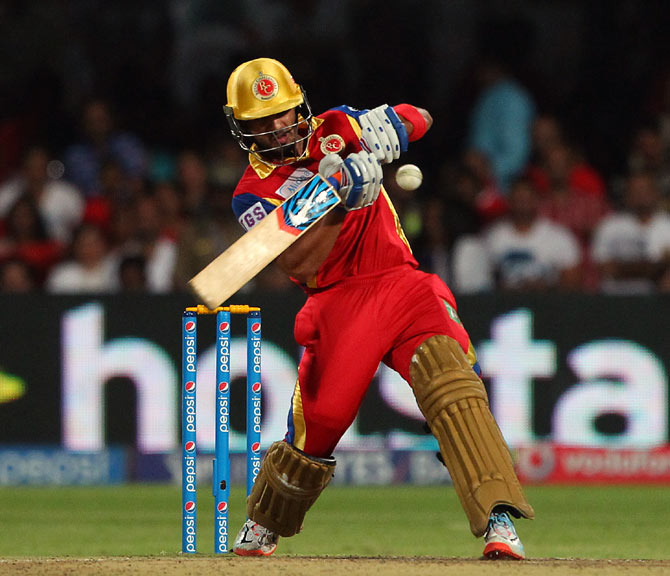 Rediff Cricket - Indian cricket - Mandeep's late blast lifts RCB to thrilling win over KKR