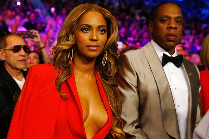 Singers Beyonce Knowles and Jay-Z attend the welterweight unification championship bout at MGM Grand Garden Arena in Las Vegas, Nevada, on Saturday