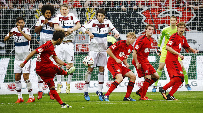 Rediff Sports - Cricket, Indian hockey, Tennis, Football, Chess, Golf - Leverkusen beat second-string Bayern 2-0 to go third