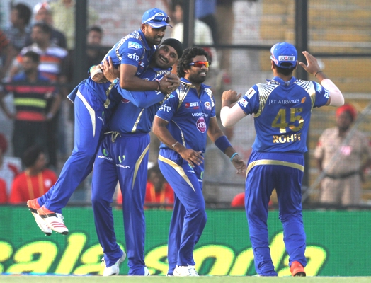 Rediff Cricket - Indian cricket - IPL: Mumbai stay in hunt for play-offs, loss ends Punjab's hopes