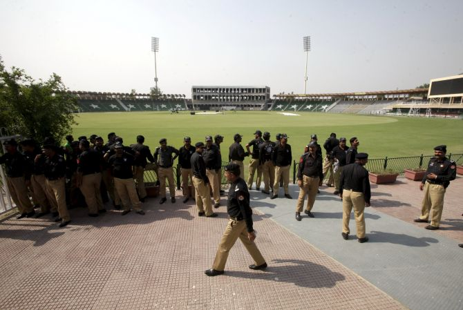 Rediff Cricket - Indian cricket - Will big money lure foreign players to play in Pakistan?