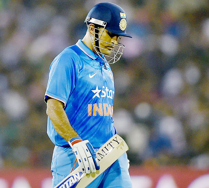 Rediff Cricket - Indian cricket - 11 runs off the final over... MS had one thing on his mind: 'Maaro'!