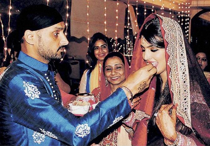 भारतीय क्रिकेटर्स करोड़पति परिवार के है दामाद, जाने क्या करते है इनके ससुराल वाले 11