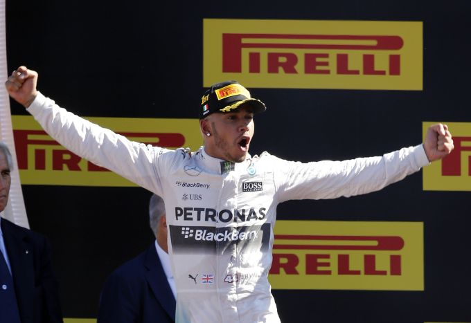 Hamilton roars to 53 point lead over Rosberg