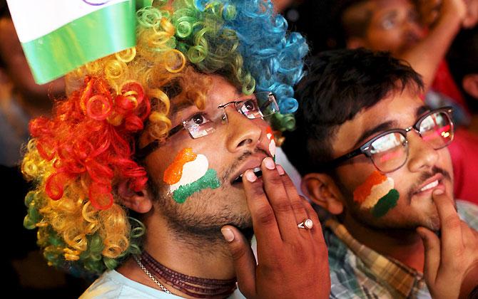 Rediff Cricket - Indian cricket - PHOTOS: Lucky Lendl stuns Indian cricket fans into silence