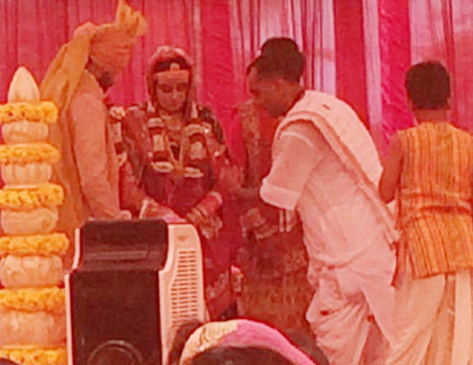 dhoni raina bravo missing at jadejas wedding reception