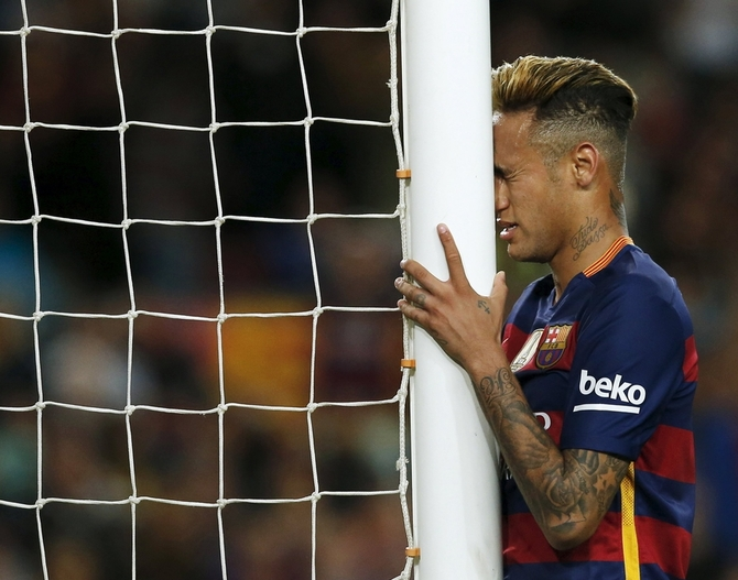 Rediff Sports - Cricket, Indian hockey, Tennis, Football, Chess, Golf - Under-fire Neymar gets Suarez backing