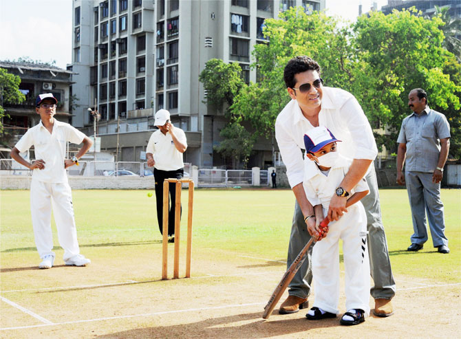 PIX: Sachin gives cricket lessons on 43rd birthday as wishes pour in