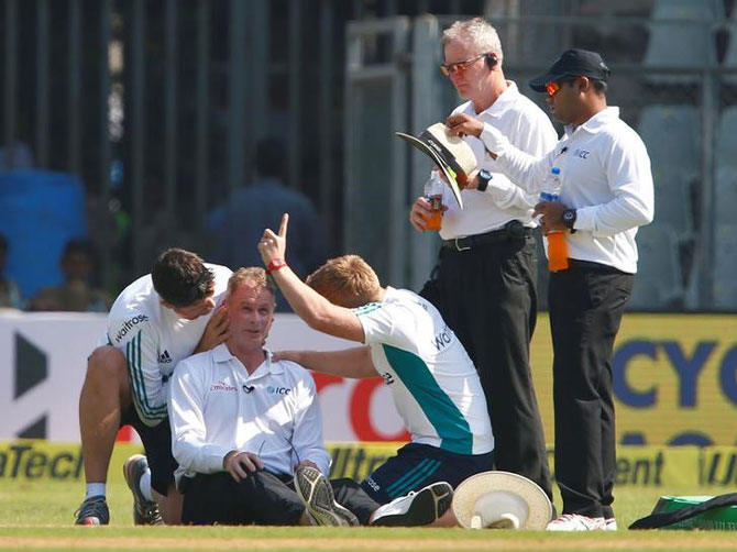 Rediff Sports - Cricket, Indian hockey, Tennis, Football, Chess, Golf - Umpire Reiffel to miss rest of Mumbai Test