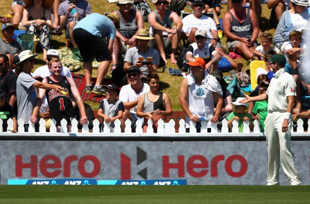 A spectator offers a banana to Peter Siddle