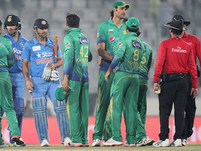 Pakistan players shake hands with Indian players after the Asia Cup match