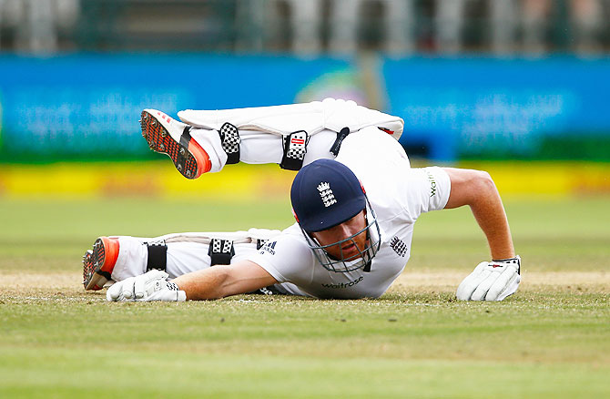 Rediff Cricket - Indian cricket - 2nd Test PIX: Bad light, England lower order ensure match ends in draw
