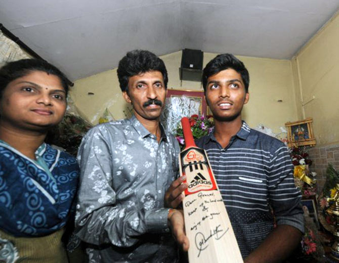 Tendulkar gifts his bat to Dhanawade