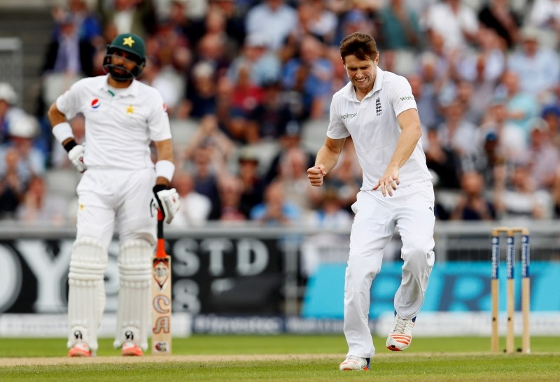 Rediff Sports - Cricket, Indian hockey, Tennis, Football, Chess, Golf - PHOTOS: Ruthless England turn the screw on Pak in 2nd Test