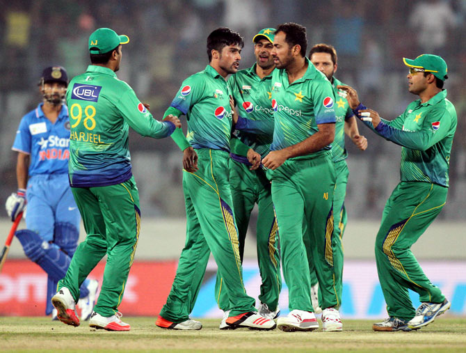 Pakistan's Mohammad Amir celebrates with teammates