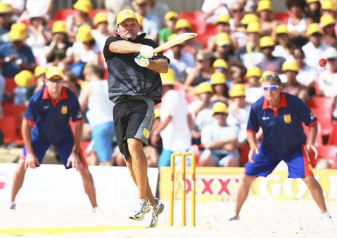 New Zealand's Martin Crowe plays a pull shot against England during the Beach Cricket Tri-Nations Series held at Maroubra Beach in Sydney, Australia, on January 12, 2008