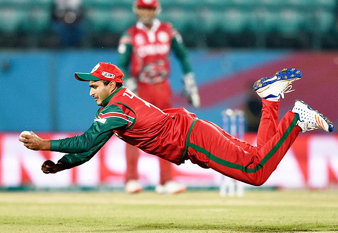 Aamir Kaleem's one handed catch. Image Courtesy: Rediff