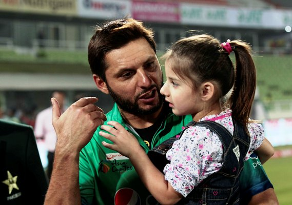 Pakistan captain Shahid Afridi with his daughter
