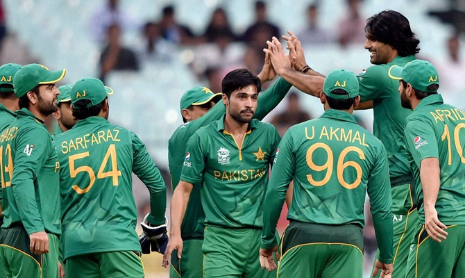 Pakistan's Mohammad Irfan being greeted by teammates