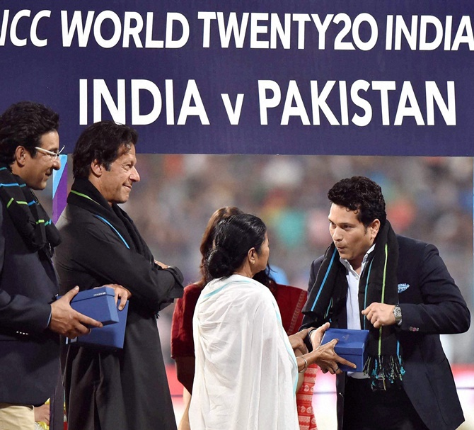 423ab3bbc4 PHOTOS  Biggest cheer for Tendulkar as stalwarts felicitated at Eden  Gardens - Rediff.com Cricket