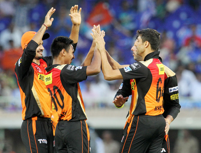 Rediff Cricket - Indian cricket - IPL PHOTOS: Sunrisers thump Mumbai Indians by 85 runs to go top