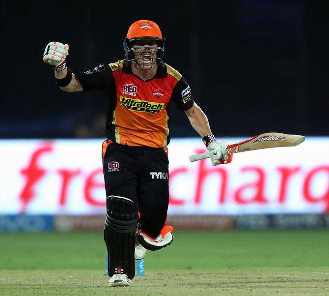 Rediff Sports - Cricket, Indian hockey, Tennis, Football, Chess, Golf - Will Warner overtake Kohli in final to finish as IPL MVP?