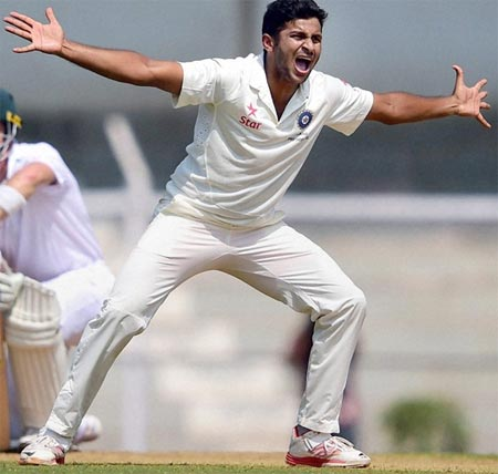 Rediff Sports - Cricket, Indian hockey, Tennis, Football, Chess, Golf - Ranji round-up: Karnataka bowled out for 200 by Saurashtra on Day 1