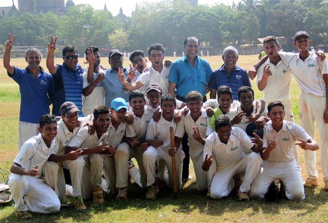 Tendulkar's 14-a-side concept for school cricket gets MCA nod